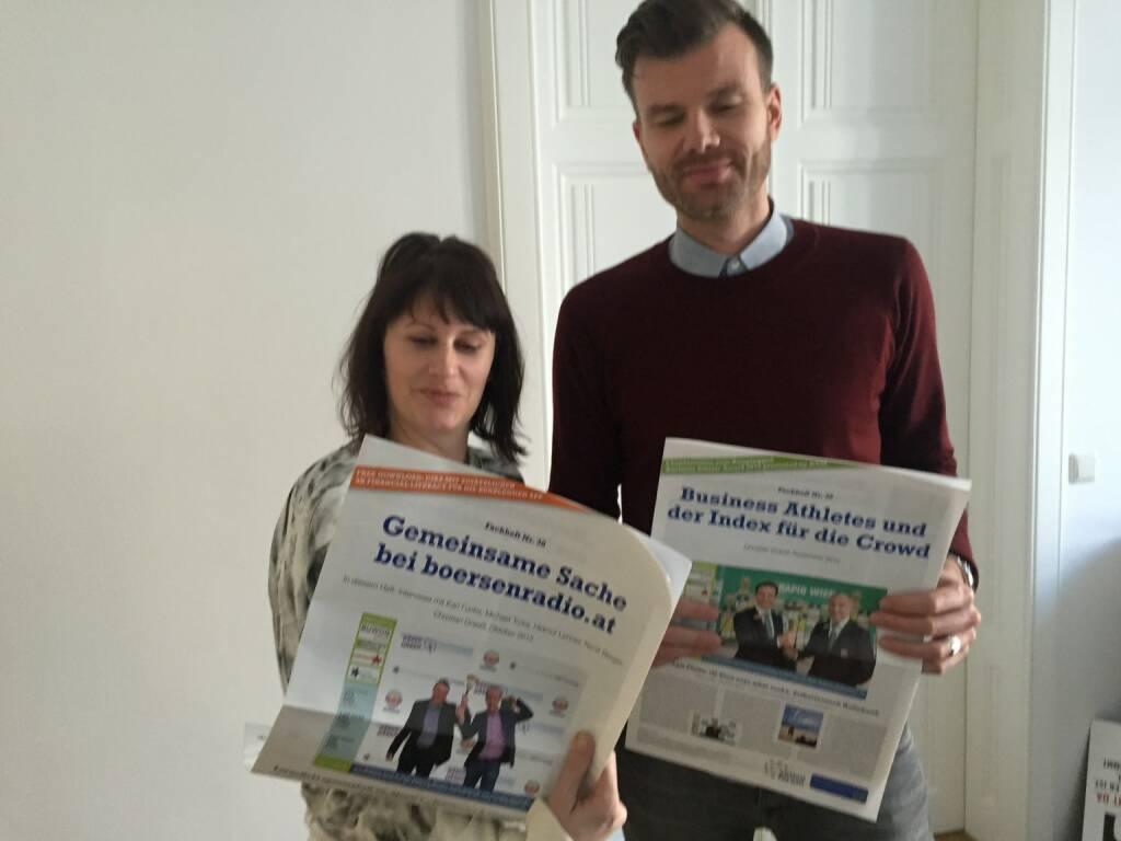 Judith Denkmayr und Stefan Häckel (Vice CEE) mit den Fachheften (11.02.2016)