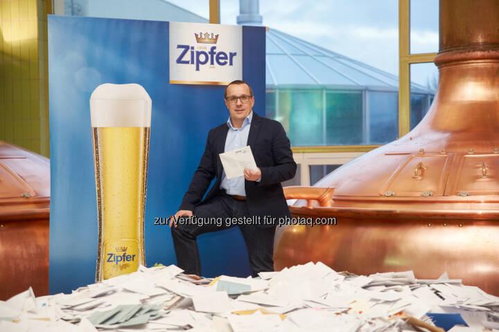 Harald Raidl (Braumeister) : Zipfer Gewinnspiel : Fünf Hopfendolden aus Gold verlost : Fotocredit: Zopf Photography / Brau Union Österreich
