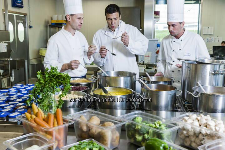 Herbert Fuchs (Gourmet-Geschäftsführer) mit Entwicklungsköchen : Gourmet-Gästebefragung: Gesundes Essen im Büro immer wichtiger : Fotocredit: Gourmet/Ilgner