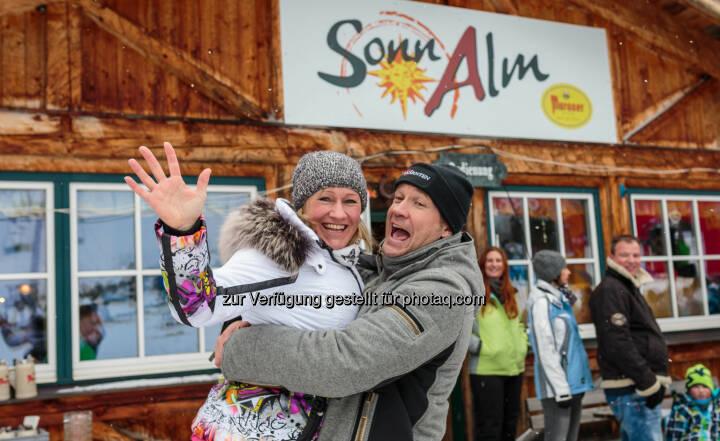 Renate Götschl (Team Steiermark), Armin Assinger (Team Kärnten) : Promi-Duell ORF Steiermark : ORF Kärnten auf der Sonnalm : Sieg an Kärnten : Fotocredit: Seehotel Jägerwirt/APA-Fotoservice/Jürgen Feichter