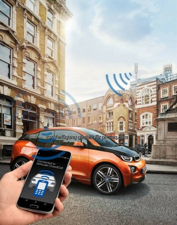 "BMW mit dem Forschungsprojekt ""Vehicular CrowdCell"" auf dem Mobile World Congress 2016 in Barcelona : (c) BMW Group"