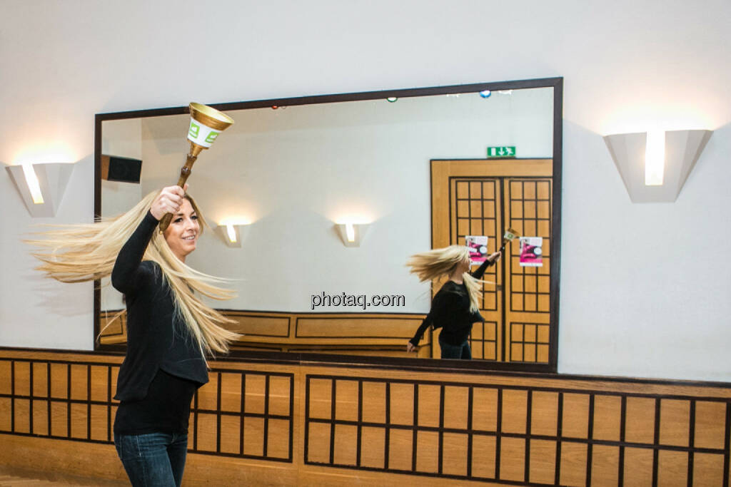 Schwung Yvonne Rueff, Tanzschule Rueff, Dancer against Cancer http://www.openingbell.eu, © Martina Draper/photaq (24.02.2016)