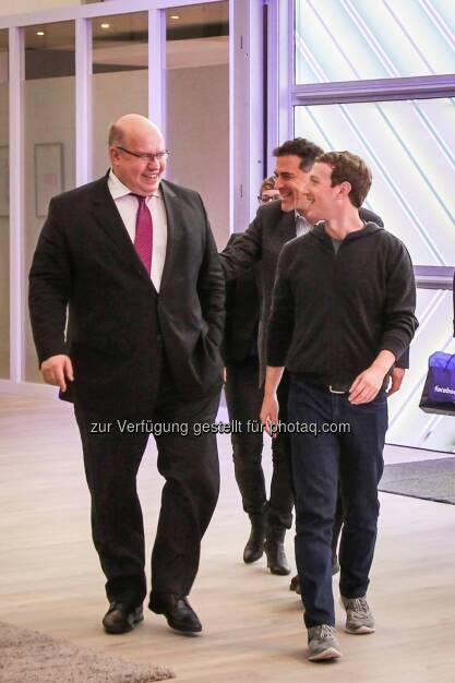 Peter Altmaier (Bundesminister für besondere Aufgaben und Chef des Bundeskanzleramtes), Mark Zuckerberg (Facebook CEO) : Künstliche Intelligenz - Facebook fördert deutsche Forschung : Fotocredit: obs/Facebook, © Aussender (25.02.2016)