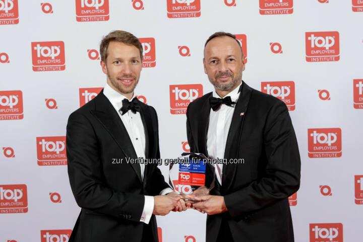 Ralf-Wolfgang Lothert (CA&C Director, rechts) : JTI Austria 2016 zum dritten Mal in Folge als Top Arbeitgeber zertifiziert : Fotocredit: JTI/Burba