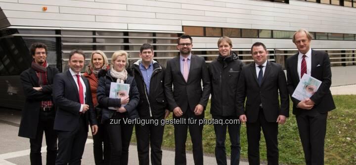 Michael Haslgrübler (IPC JKU), Andreas Shamiyeh (KuK), Monika Fattinger (IPC JKU), Bettina Klugsberger (KuK), Daniel Roggen (Univ. Sussex), Andreas Beier (STORZ), Kristof van Laerhoven (Univ. Freiburg), Christoph Hiltl (STORZ), Alois Ferscha (IPC JKU) : Die minimal-invasive Chirurgie (Minimal Invasive Surgery, MIS) ist eine der bedeutendsten Veränderungen der jüngeren Geschichte der Medizintechnik und der Chirurgie insgesamt : Das JKU-Institut für Pervasive Computing unter Leitung von Alois Ferscha nimmt dabei - gemeinsam mit renommierten Kooperationspartnern - eine Vorreiterrolle ein : Fotocredit: Alois Ferscha