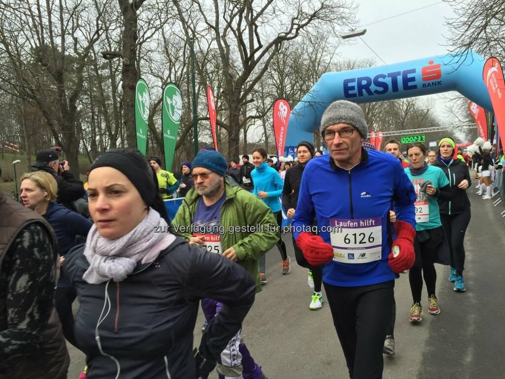 Laufen Hilft © Michael Wernbacher, © We Move Runningstore (28.02.2016)