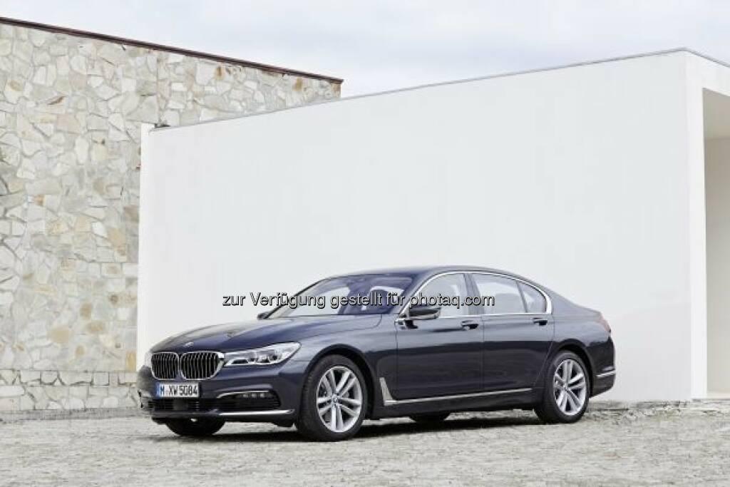 """Der neue BMW 730d  : Preisregen geht weiter - der neue BMW 7er gewinnt den """"Marcus"""" für das sicherste Auto in der Kategorie """"Luxusklasse"""" beim ÖAMTC- Automobilpreis : © BMW Group, © Aussendung (11.03.2016)"""