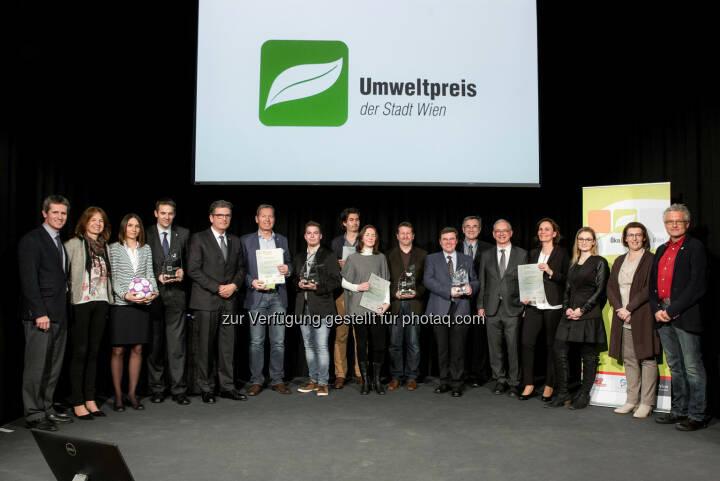 GewinnerInnen des Umweltpreises 2016 : Umweltstadträtin Ulli Sima gratuliert Austria Wien, Burghauptmannschaft und Tiergarten Schönbrunn GmbH, Confiserie Heindl und pulswerk GmbH: Fotocredit: (c) Houdek/PID