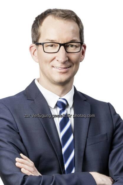Dieter Harreither, Partner und Leiter Technology Consulting bei PwC Österreich : 83 % der klassischen FS-Unternehmen befürchten, einen Teil ihres Geschäfts an unabhängige FinTech-Unternehmen zu verlieren : Bei Banken steigt dieser Wert sogar auf 95 % : Zu diesem Ergebnis kommt die heute vorgestellte FinTech-Studie Blurred Lines: How FinTech is shaping Financial services von PwC : Fotocredit: PwC, © Aussender (15.03.2016)