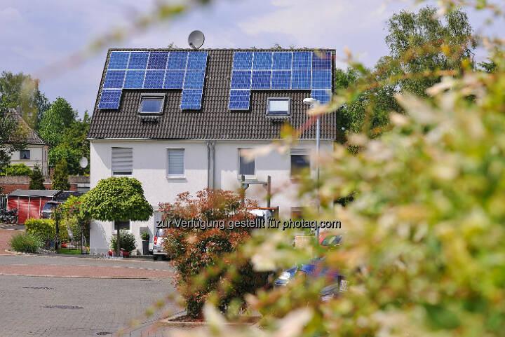 Strom vom eigenen Dach : Die Zukunftsformel: Photovoltaik + Speicher + RWE SmartHome = intelligentes Energiemanagement : Über RWE-Ladebox kommt die Sonne auf die Straße : © RWE Effizienz