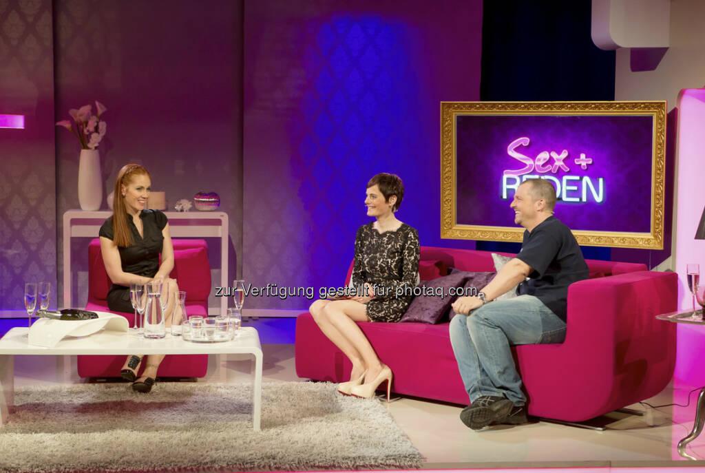 Nina Blum mit Adriana Zartl und Manfred Baumann beim Sex-Talk im Puls 4 Center (c) Mikes / Puls 4 (08.04.2013)