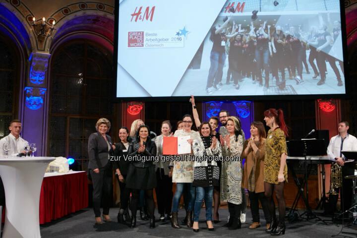 """Modeunternehmen H&M Österreich : Von Great Place To Work® zum zweiten Mal in Folge als """"Beste Arbeitgeber ausgezeichnet : Fotocredit: Great Place to Work/Nuderscher"""