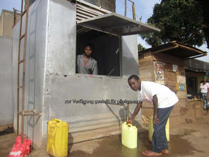 Uganda, Wasserversorgung : Allein in Uganda konnten 2015 durch den Beitrag Österreichs über 60.000 Menschen zusätzlich mit sauberem Trinkwasser versorgt werden : Die Austrian Development Agency wickelte 2015 für 21 Millionen Euro Wasser-Projekte in Entwicklungsländern ab : Fotocredit:ADA/Stefan Pleger