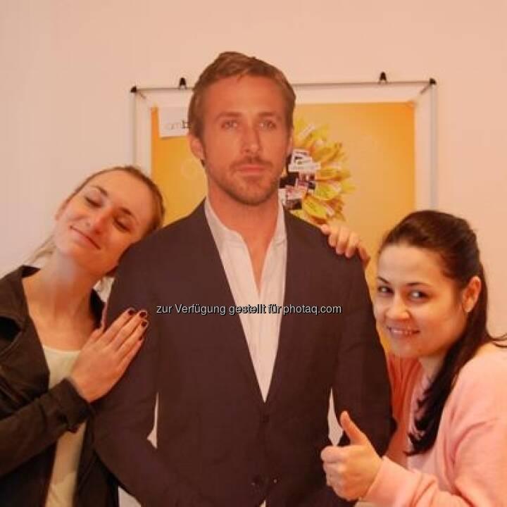 ambuzzador via Facebook: Check it out wen wir gerade im ambuzzador Office getroffen haben! Bradley Cooper! Sexiest man alive! Rock on!, Zusammenhang siehe http://finanzmarktfoto.at/page/index/365
