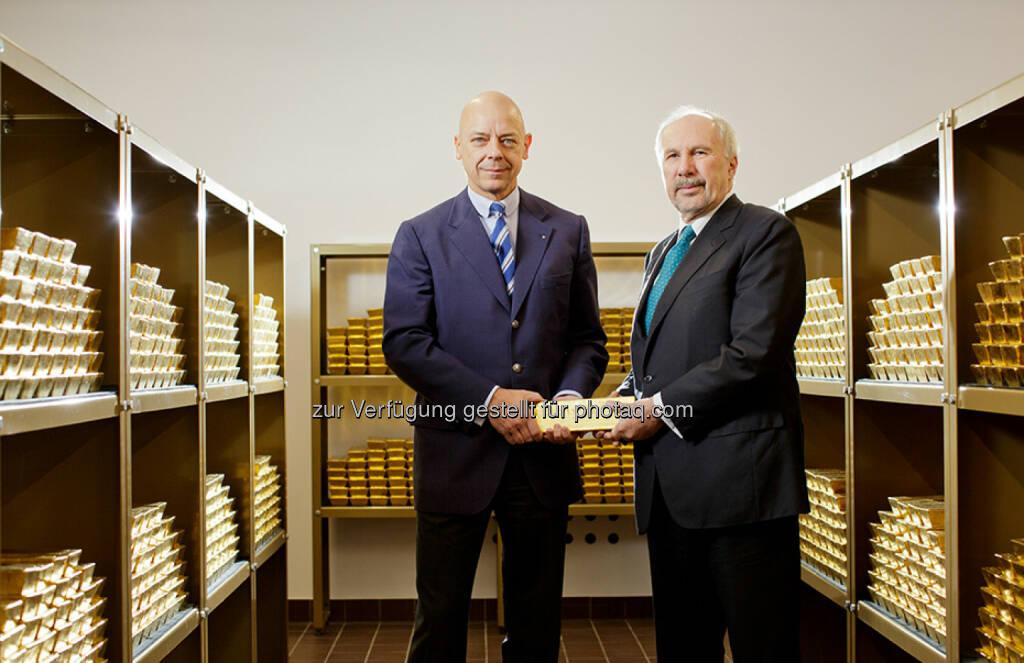 Direktor Kurt Pribil und Gouverneur Ewald Nowotny, Goldbarren, Tresor  (Bild: OeNB/Niesner) (24.03.2016)