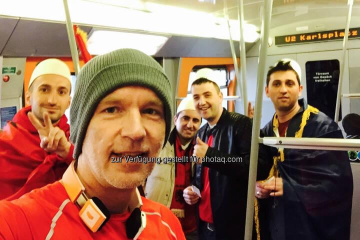 Mit Albanien Fans in der U Bahn