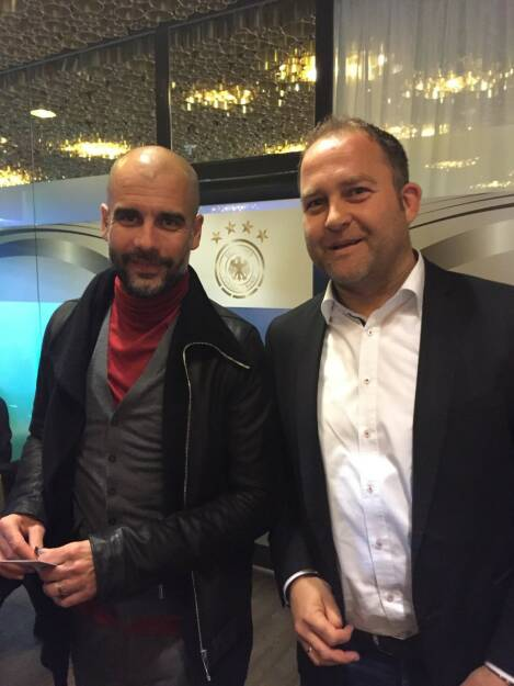 Pep Guardiola mit Markus Rieger, Gründer & Vorstand bei GoingPublic Media AG, © Aussendung (01.04.2016)