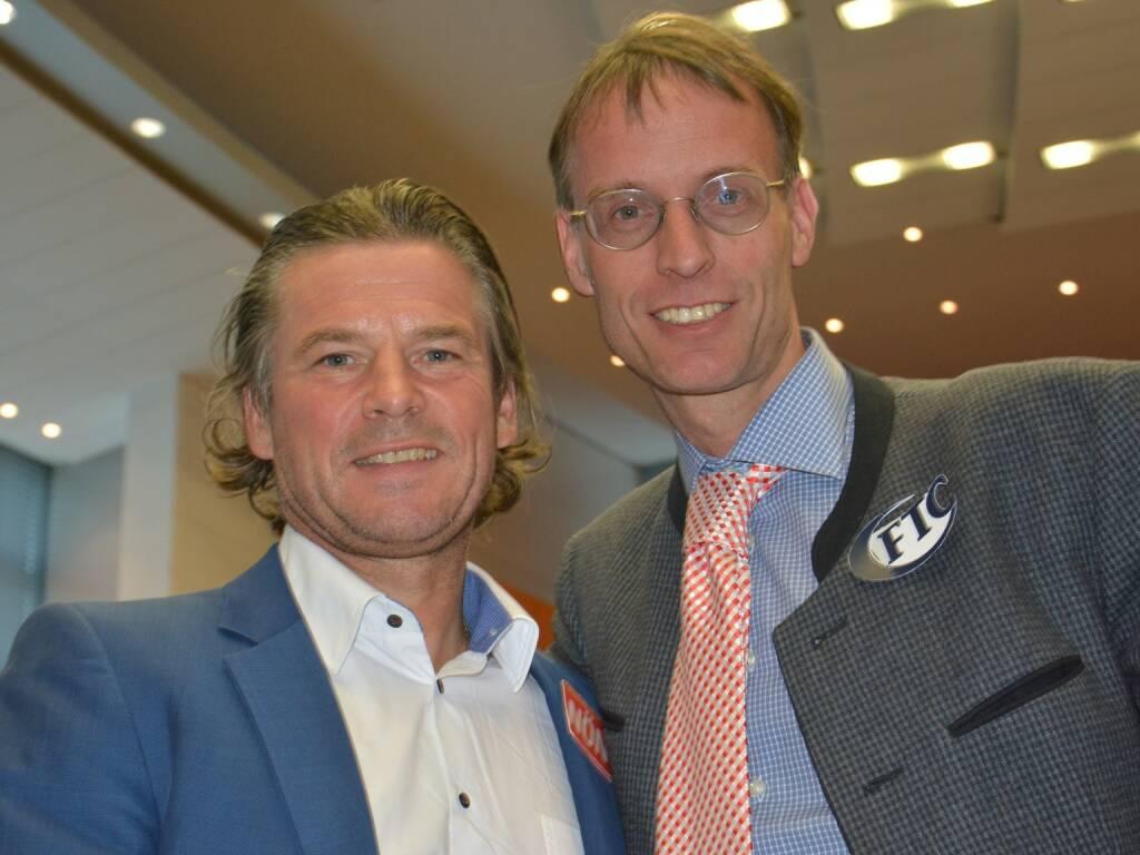 Frenkie Schinkels gratulierte Rolf Majcen zur erfolgreichen Treppenlauf-Saison 2015 (01.04.2016)