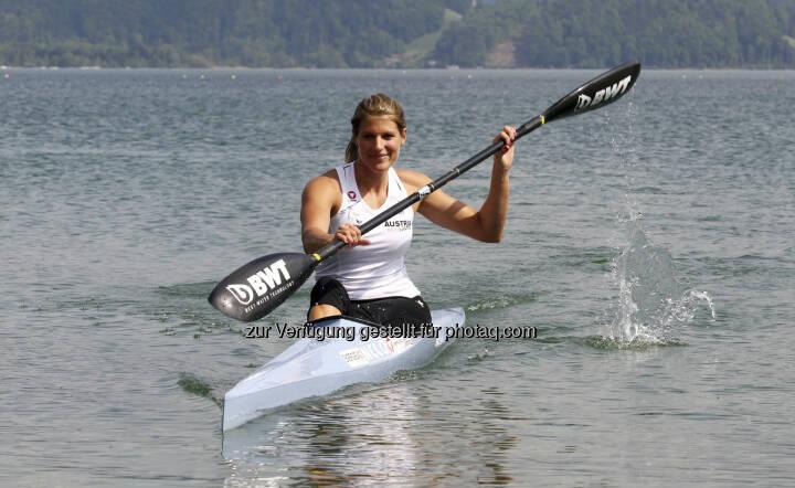 Victoria Schwarz mit BWT-Paddel (c) BWT)