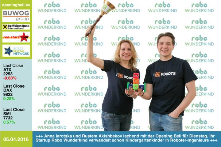 #openingbell am 5.4.: Anna Iarotska und Rustem Akishbekov lachend mit der Opening Bell für Dienstag. Ihr Startup Robo Wunderkind verwandelt schon Kindergartenkinder in Roboter-Ingenieure http://www.startrobo.com http://www.openingbell.eu