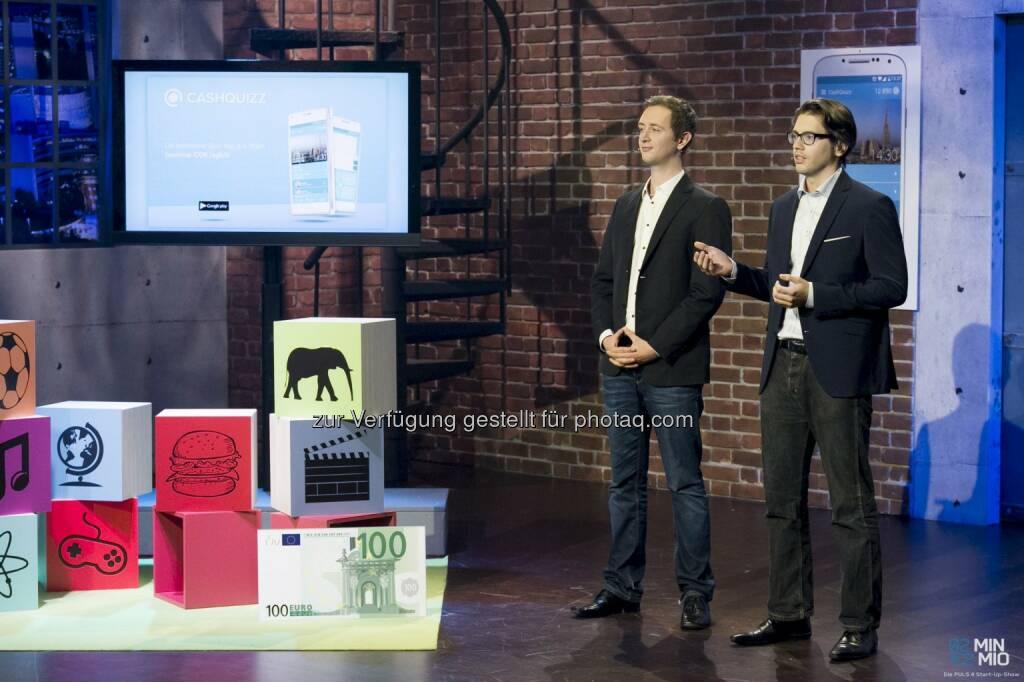 Daniel Döberl und Philipp Wolschner (Founder CashQuizz) : CashQuizz: 2Min 2Mio – Quiz-App für das Smartphone räumt im TV ab : Fotocredit: Gerry Frank, © Aussendung (06.04.2016)
