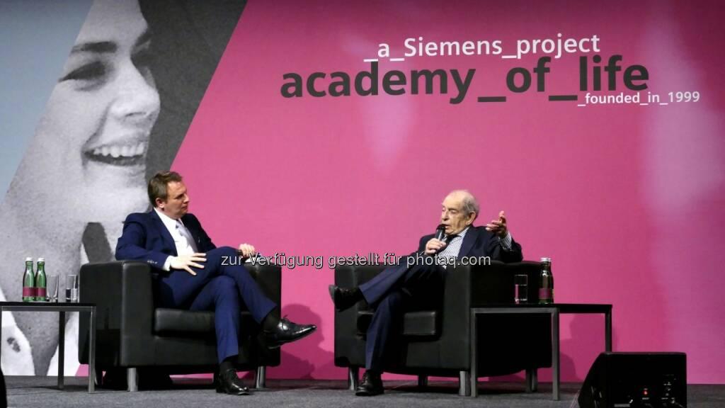 """Meinrad Knapp, Paul Lendvai : Die Siemens Academy of Life mit Paul Lendvai : """"Nie aufgeben - immer Mut zum neuen Anfang haben!"""", sein Erfolgsrezept zu einer positiven und erfolgreichen Lebensführung : Copyright: Siemens, © Aussender (07.04.2016)"""