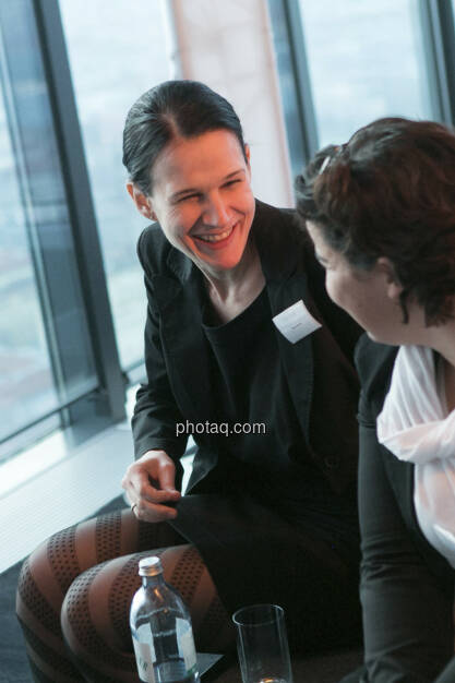 Bettina Schragl (Head of Corporate Communication Immofinanz), Karin Kernmayer (Director Marketing Immofinanz), http://privatanleger.immofinanz.com , © Martina Draper für Immofinanz (10.04.2013)