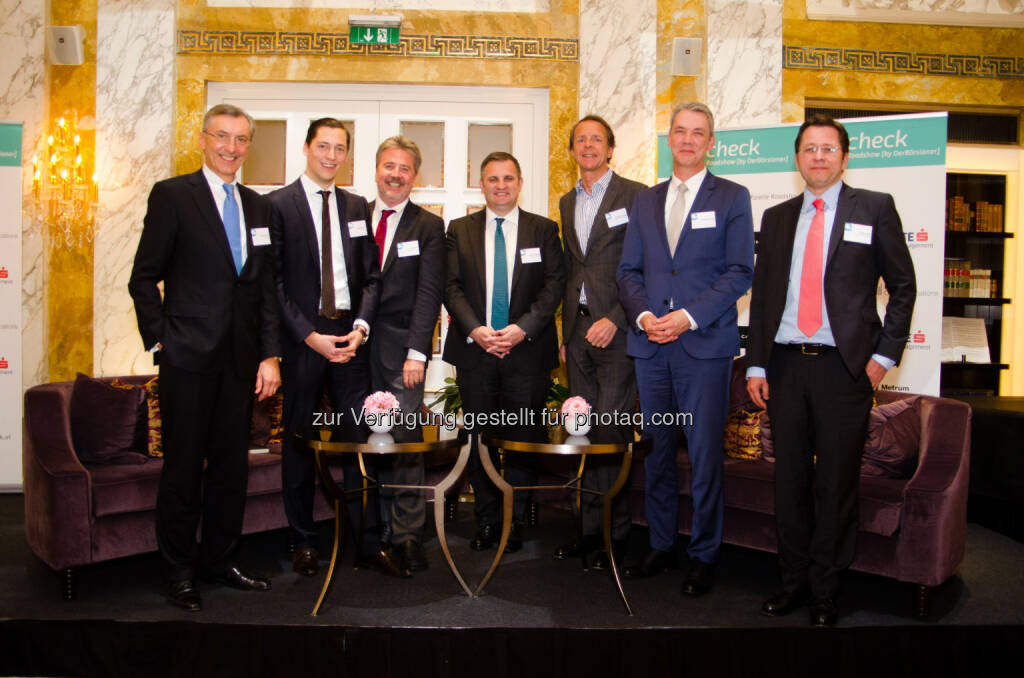 Thomas Birtel (Vorstandsvorsitzender Strabag), Dominik Hojas (Chefredakteur DerBörsianer), Karl Bier (Vorstandsvorsitzender UBM Development AG), Eduard Berger (Vorstandsmitglied Wiener Privatbank), Johannes Rogy (Head of Fund Distribution Nordea Investment Funds), Michael Schütt (Head of Country Germany & Austria Carmignac), Clemens Klein (Senior Fondsmanager Erste Asset Management) : Q-Check 25.0 im Wiener Hotel Imperial : Das Börsen-Doping der Zentralbanken verliert an Wirkung : Fotocredit: DerBörsianer, © Aussender (13.04.2016)