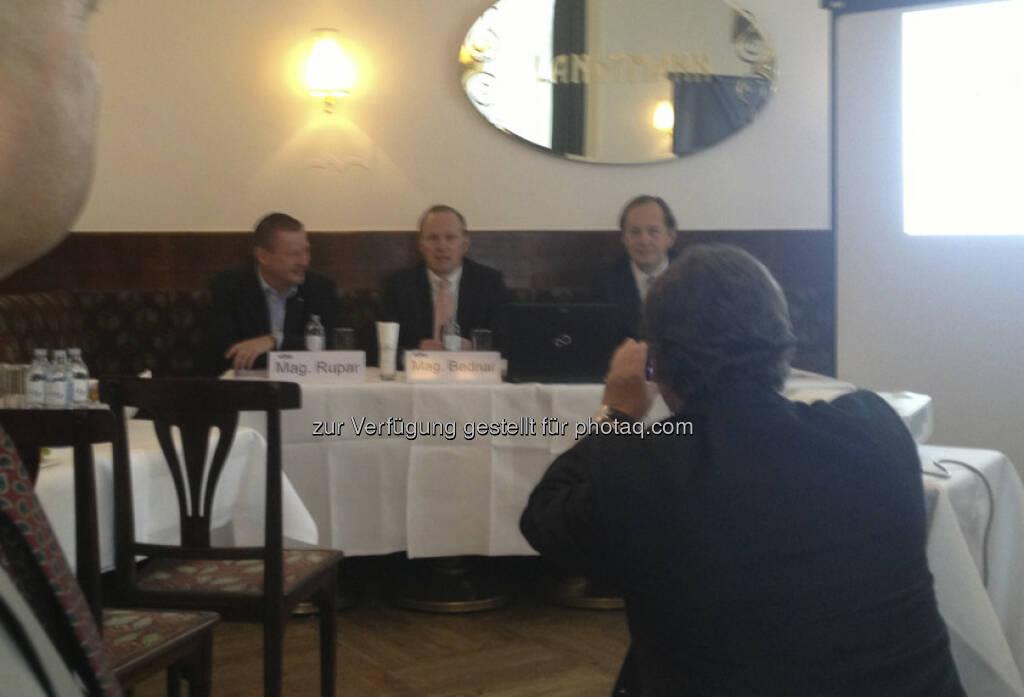 Dietmar Rupar, Heinz Bednar, Berndt May bei der Pressekonferenz Weltfondstag am 19. April (schneller Handyshot) (10.04.2013)