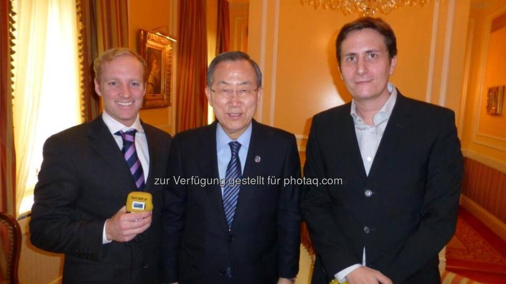 Robert Zikmund:  Hey check that out! I am in Cannes and guess how I just met? Jackie Chan and Kiefer Sutherland! Such cool guys! I love their music! Rock on - Zusammenhang siehe http://finanzmarktfoto.at/page/index/365, © Bilder mit freundlicher Genehmigung der Star-Treffer(innen) (10.04.2013)