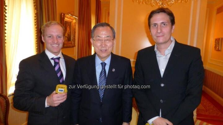 Robert Zikmund:  Hey check that out! I am in Cannes and guess how I just met? Jackie Chan and Kiefer Sutherland! Such cool guys! I love their music! Rock on - Zusammenhang siehe http://finanzmarktfoto.at/page/index/365