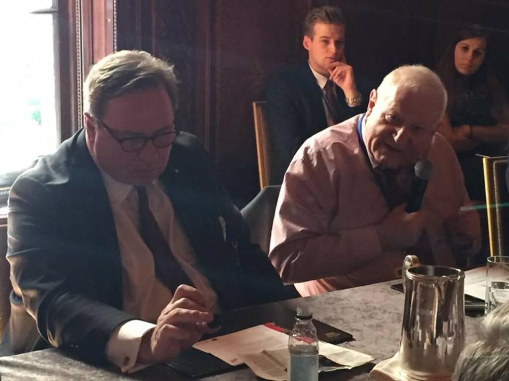 Stephen Ceurvorst (Lord Capital) und Demetri Papademetriou (Migration policy Institute) beim 21st Austria Event in NYC (Bild: Verena Nowotny)  (14.04.2016)