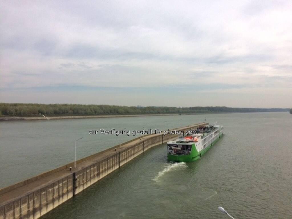 Schiff, Donau (15.04.2016)