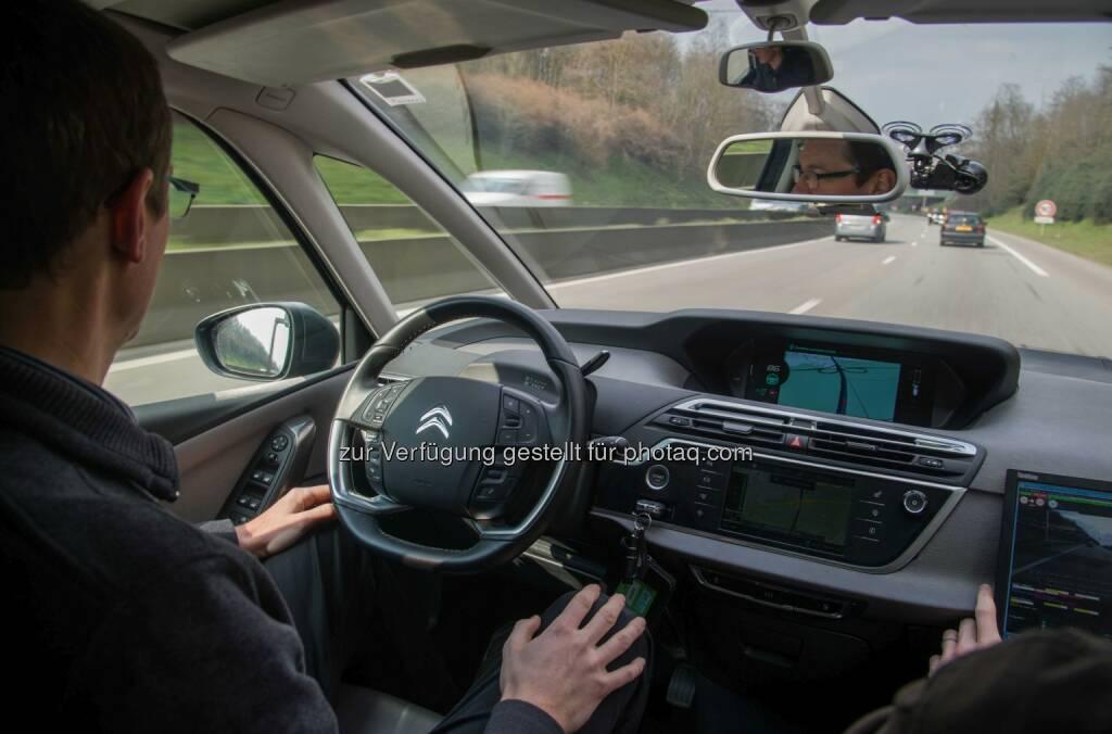 Fahren im Eyes-off-Modus : Im Eyes-off Modus - hochautomatisiert – fahren zwei autonome Fahrzeuge der Groupe PSA von Paris nach Amsterdam : Fotocredit: Groupe PSA, © Aussendung (16.04.2016)