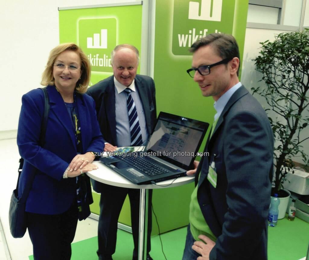 Maria Fekter, Georg Wailand (Gewinn) mit Andreas Kern (wikifolio) bei der Gewinn Money World in Linz (12.04.2013)