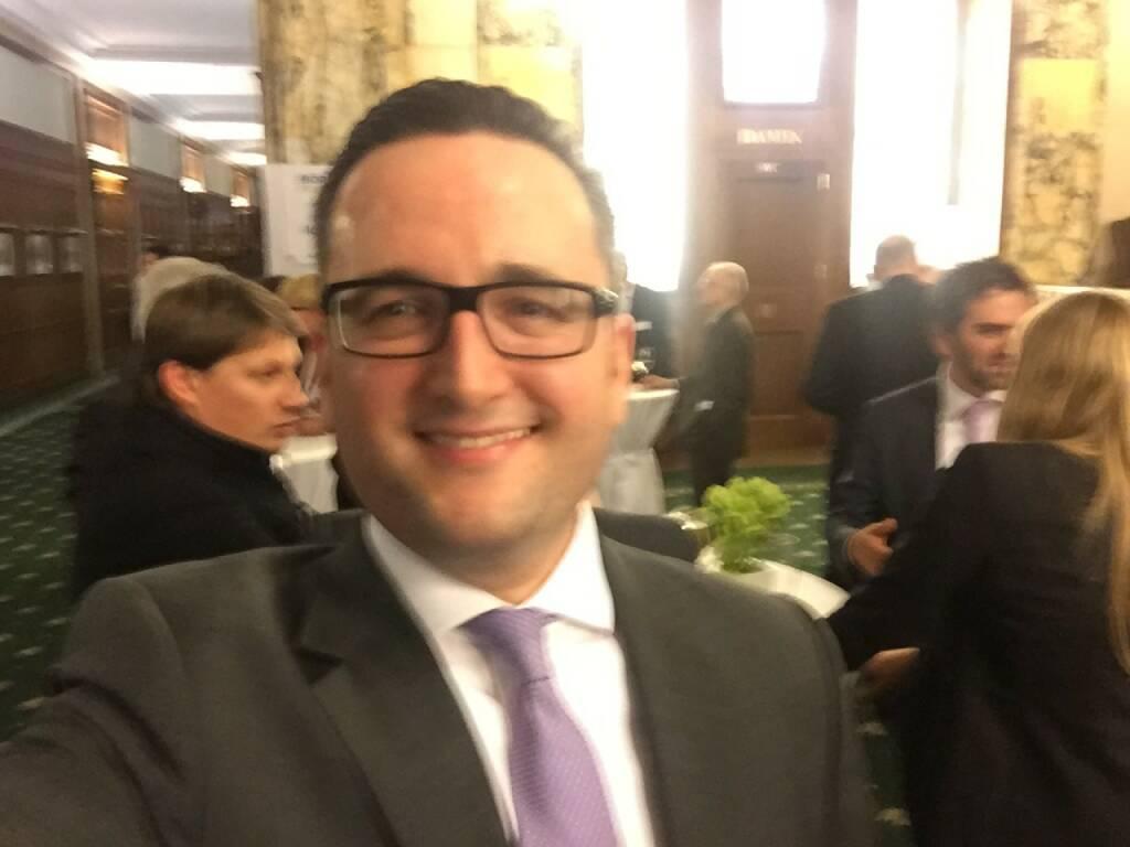 Metin Simsek Selfie, UBS (22.04.2016)