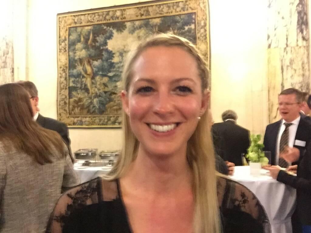 Nina Bergmann Selfie, finanzen.at (22.04.2016)