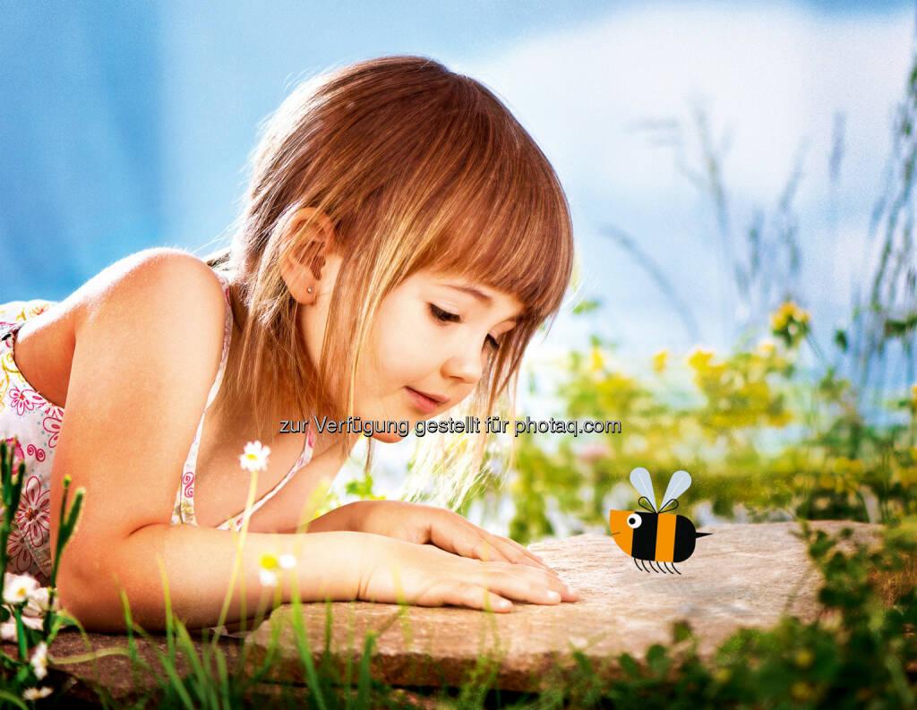 """Hofer schwärmt für Bienen : Der Lebensmittelhändler Hofer hat es sich zur Aufgabe gemacht, Bienen zu retten : Im Rahmen der Nachhaltigkeitsinitiative """"Projekt 2020"""" wurde daher 2013 gemeinsam mit dem Naturschutzbund der """"Bienenschutzfonds"""" gegründet : Bisher wurden bereits 250.000 Euro in Maßnahmen zum Schutz der Bienen investiert : Fotocredit: Hofer, © Aussender (22.04.2016)"""