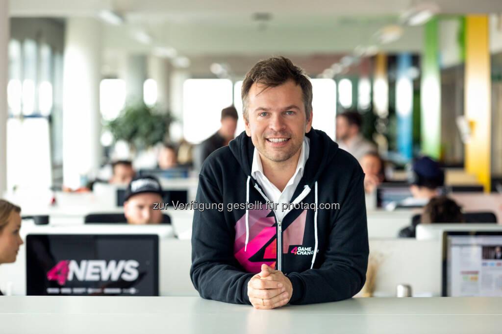"""Markus Breitenecker, Geschäftsführer ProSiebenSat.1 Puls 4 : Mit dem Projekt """"4News"""" entwickelt sich die Sendergruppe zu einem 24-Stunden-Live-Video-Anbieter, der News-Videos auf verschiedenen digitalen Plattformen und Distributionsebenen anbietet : Im Vordergrund steht im Laufe des Sommers der Start der 4News-App, die auf mobile Nutzung und nur auf Video aufgebaut ist : Fotocredit: ProSiebenSat.1 Puls 4 / Bernhard Eder, © Aussendung (22.04.2016)"""