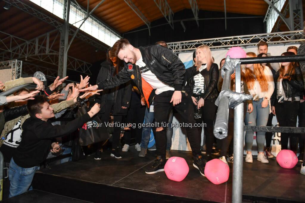 KrappiWhatelse begeisterten ihre Fans beim ProSieben Sat.1 Puls 4 und Studio71 Influencer-Fantreffen, © (c) Matthias Buchwald (24.04.2016)