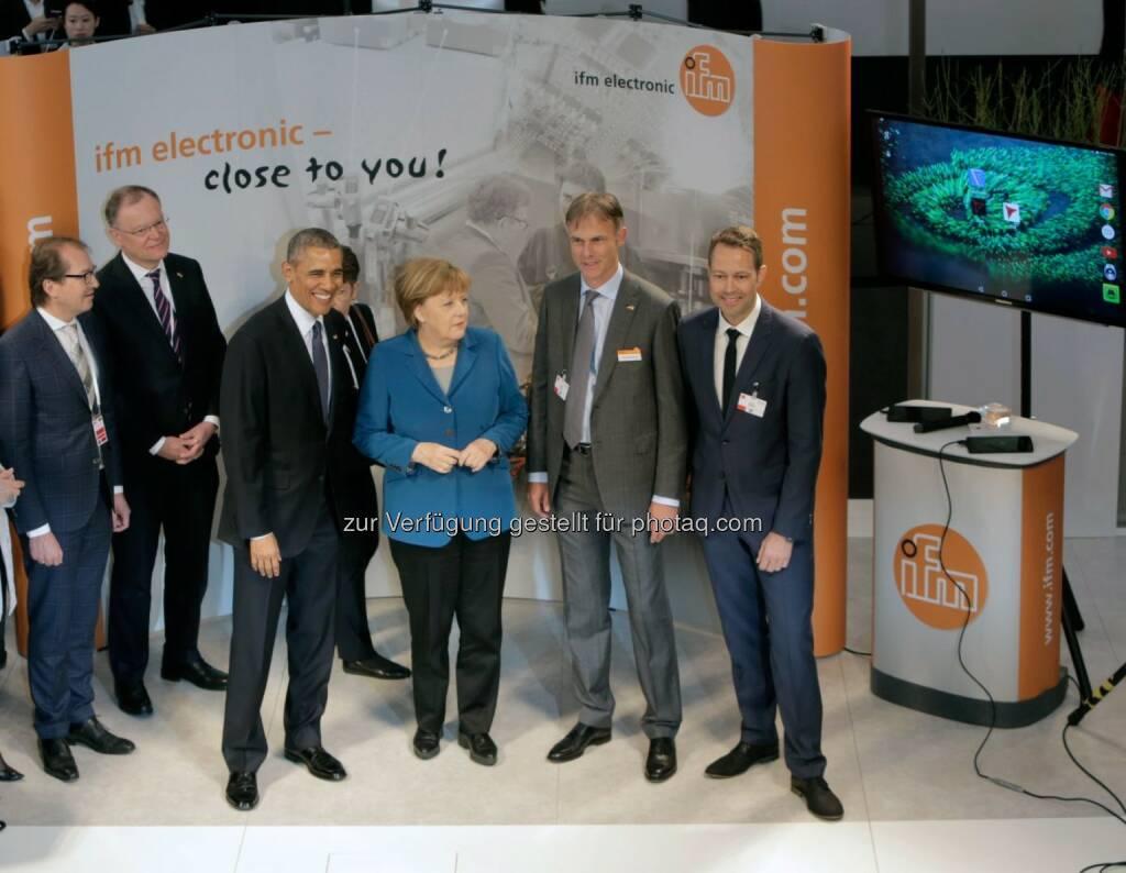 Barack Obama (US-Präsident), Angela Merkel (Bundeskanzlerin), Michael Marhofer, Bernd Buxbaum : Merkel und Obama besuchen Messestand von ifm Unternehmensgruppe auf der Hannover Messe : Fotocredit: ifm electronic gmbh (25.04.2016)