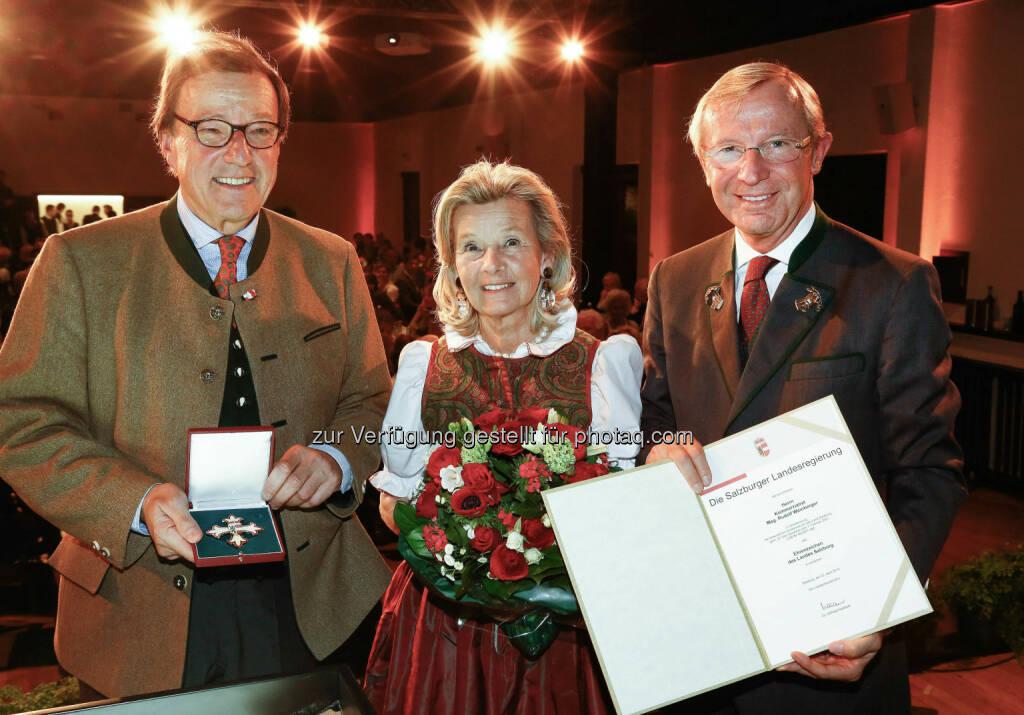 Rudolf Weinberger und Gattin Brigitta, Wilfried Haslauer (Landeshauptmann) : Ehrenzeichen des Landes Salzburg für Unternehmer Rudolf Weinberger  : Fotocredit. LMZ/Franz Neumayr, © Aussendung (26.04.2016)