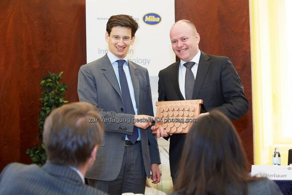 F. Peter Mitterbauer (Vorstandsvorsitzender), Markus Hofer (Finanzvorstand) : Miba Bilanz: Rekordinvestitionen von über 110 Mio. Euro : Fotocredit: Miba AG/APA-Fotoservice/Preiss, © Aussender (27.04.2016)