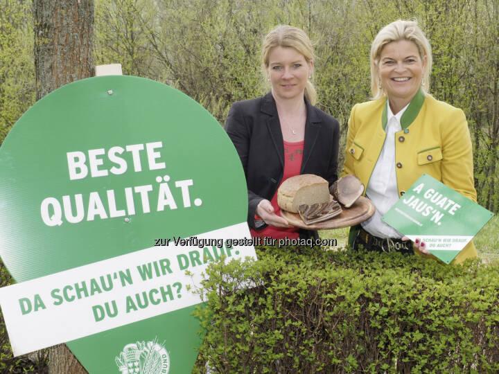 Irene Neumann-Hartberger (Niederösterreichs Landesbäuerin), Klaudia Tanner (Bauernbunddirektorin) : Einladung zum Genuss regionaler Spezialitäten auf 130 Bauernhöfen am 1. Mai : Fotocredit: NÖ Bauernbund/ Gabriele Moser