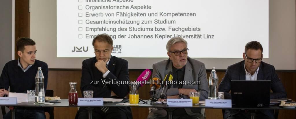 Markus Isack (ÖH-Vorsitzender), Meinhard Lukas (Rektor), Gerhard Stürmer (Kepler Society Präsident), Johannes Pracher (Kepler Society Geschäftsführer) : Platz für einen neuen JKU Campus : Fotocredit: JKU/Atzmüller, © Aussendung (29.04.2016)