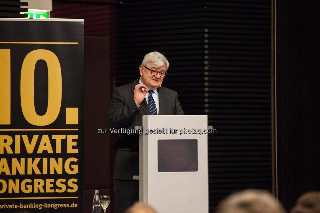 """Joschka Fischer auf dem 10. private banking kongress in München : """"Europa ist unser Schicksal"""" : Fotocredit: Christian Scholtysik/Patrick Hipp (29.04.2016)"""