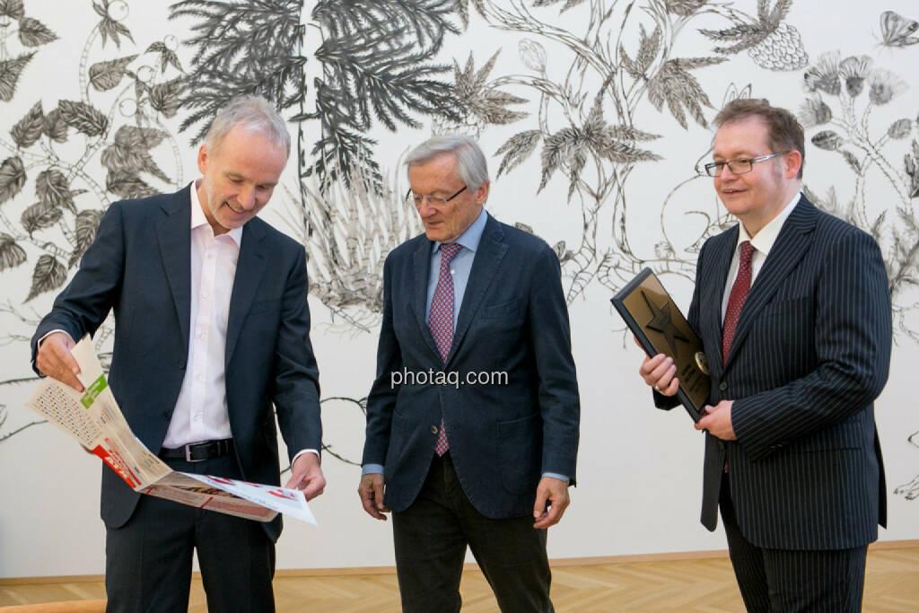 Christian Drastil (BSN), Wolfgang Schüssel, Gregor Rosinger (Rosinger Group) Wolfgang Schüssel wird in die Hall of Fame (Class of 2016) des Wiener Kapitalmarkts aufgenommen  http://boerse-social.com/hall-of-fame, © Martina Draper/photaq (02.05.2016)