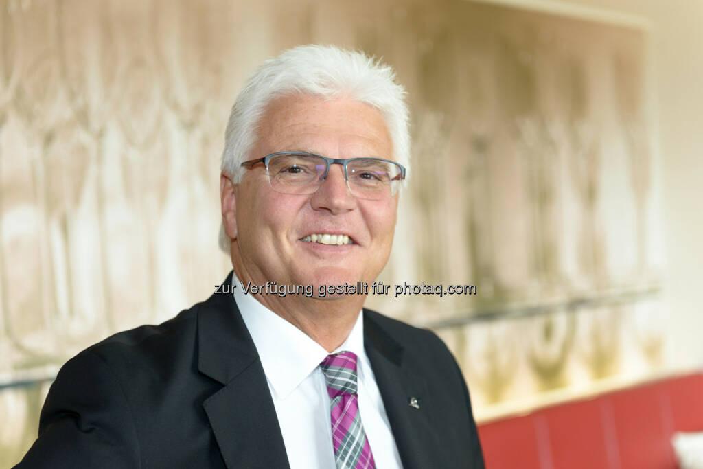 Karl Jungwirth - Uniqa Landesdirektion Niederösterreich : Landesdirektion NÖ wächst doppelt so stark wie der Markt : Fotocredit: Uniqa/ APA-Fotoservice / Jamnig, © Aussender (03.05.2016)