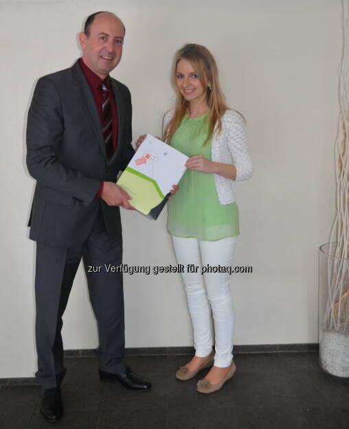 Robert Sobotka (VMÖ), Sandra Manzinger (Preisträgerin) : Beste Masterarbeit: Österreicherin gewinnt erstmals deutschen Nachwuchsforscherpreis : Fotocredit: ÖVM, © Aussendung (03.05.2016)