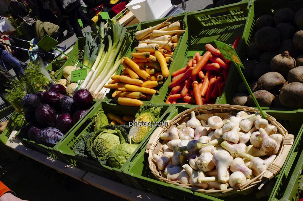 Markt, Gemüse, Karotten, Knoblauch, Kohl (13.04.2013)